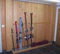 Wandverkleidung in Lärche-Massivholz / Skikeller-Ausstattung