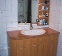 Waschtisch mit Kirschbaum, massiver Abdeckplatte, Schrank mit Kirschbaum-Kunststoffdekor beschichtet