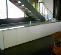Sideboard, weiß lackiert, Deckplatte bestehend aus Edelstahlrahmen mit Glasplatte