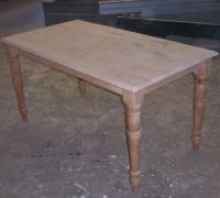 Tisch mit antikem Untergestell