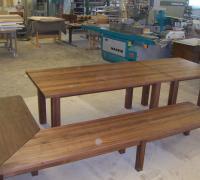Tische und Bank aus Nussbaum-Massivholz